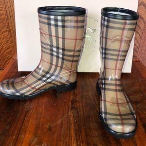 Burberry Haymarket Rainboots - Mid-calf Nova Check